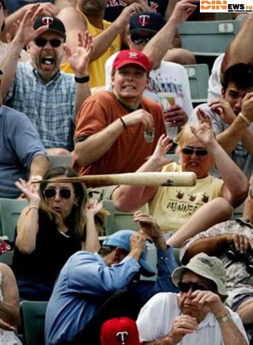 Не ходите на Бейсбол!!! Зашибут!