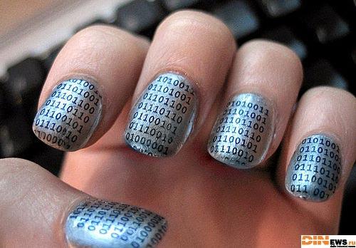 Бинарники на ногтях :)